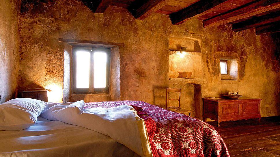 007442-06-bedroom